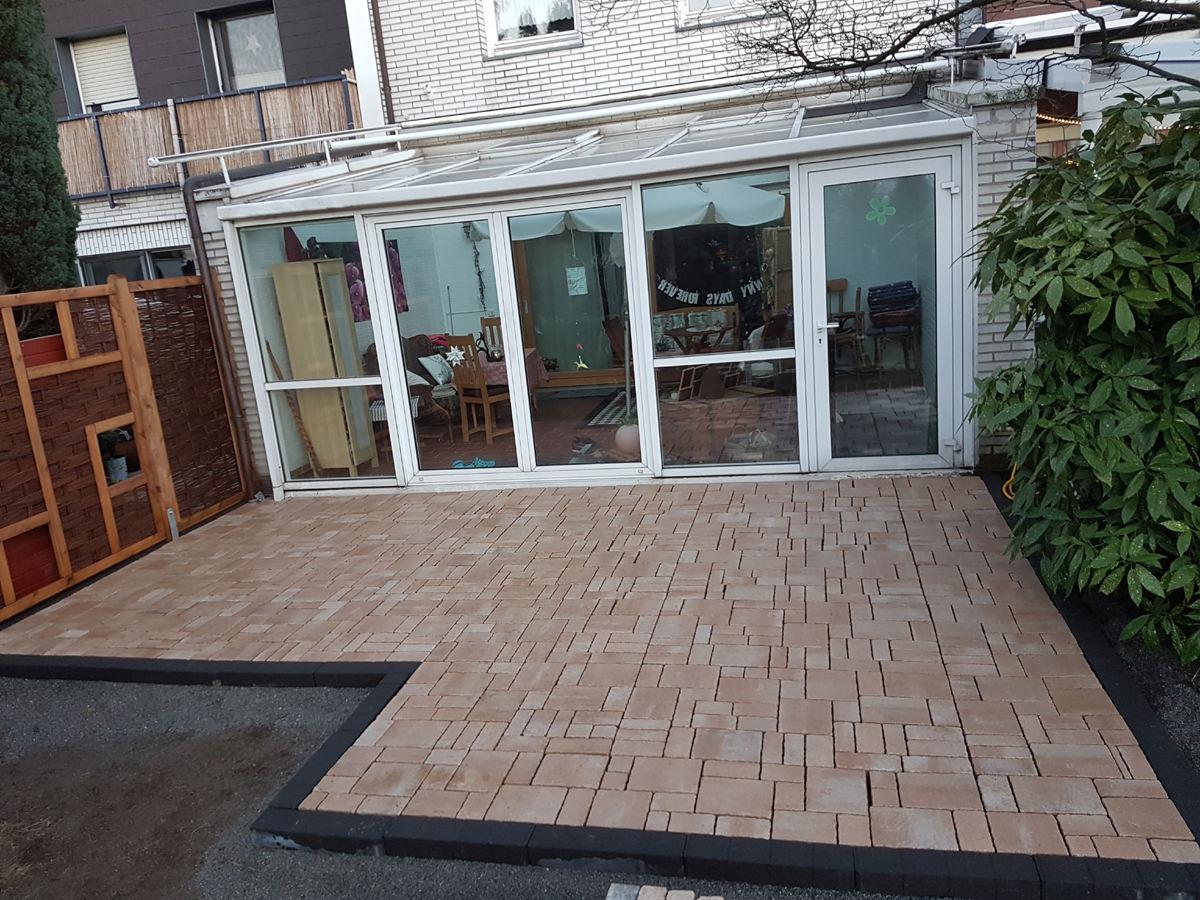 terrasse-mit-steinplatten-hilden